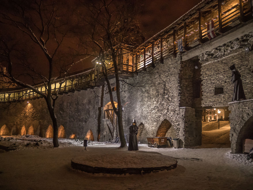 Travelling-back-in-time-15-breathtaking-pictures-of-medieval-Tallinn12__880