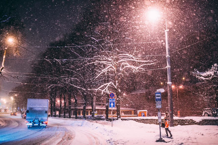 after-missing-my-bus-i-decided-to-walk-home-in-a-blizzard-and-photograph-my-city-tallinn-27__880