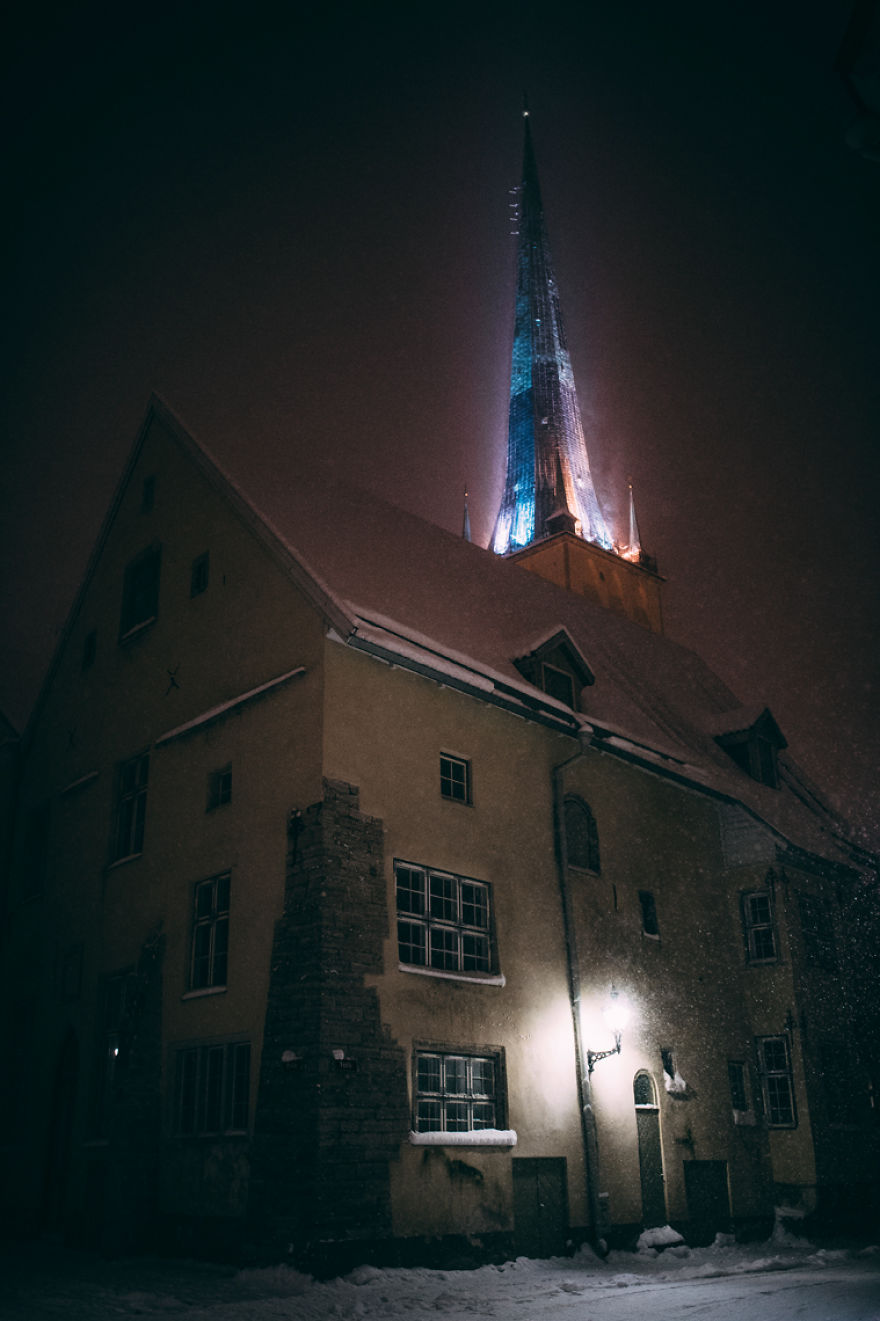 after-missing-my-bus-i-decided-to-walk-home-in-a-blizzard-and-photograph-my-city-tallinn-28__880