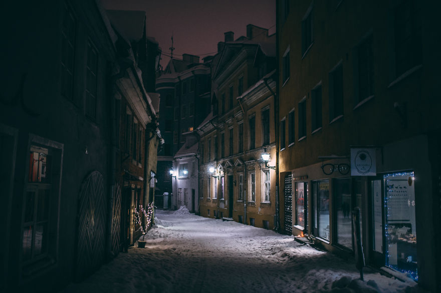 after-missing-my-bus-i-decided-to-walk-home-in-a-blizzard-and-photograph-my-city-tallinn-31__880