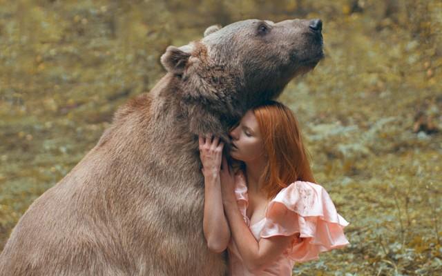 Vaata: Fotograaf, kes kasutab oma sürreaalsete portreefoto tegemisel päris loomi