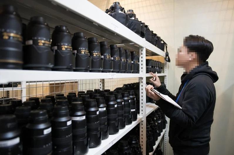 """f5cc81daabe Võrreldes Canoniga pole Nikon eriti aldis avaldama kaasa võetud tehnika  täpset kogust, kuid nende sõnul on varud väärt """"mitusada luksusautot""""."""
